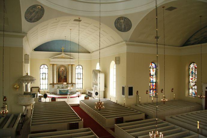 Piispa vihkii neljä uutta pappia Oulun hiippakuntaan