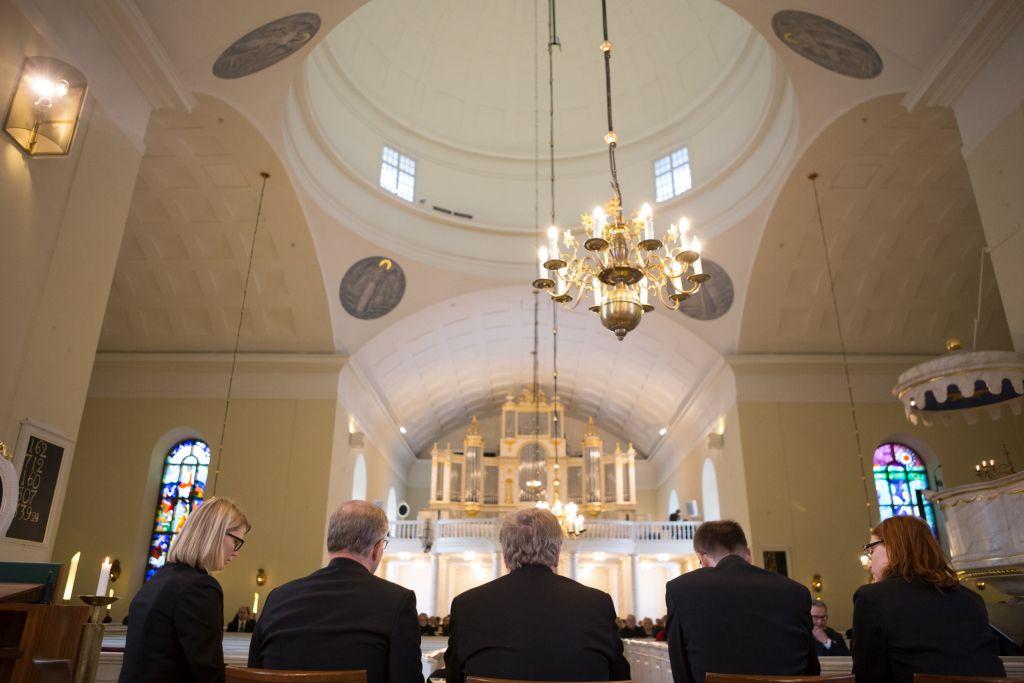 Piispantarkastusseurue tuomiokirkon yleisessä tarkastuksessa