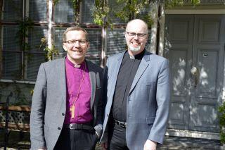 Piispa Jukka Keskitalo ja varadekaani Niilo Pesonen