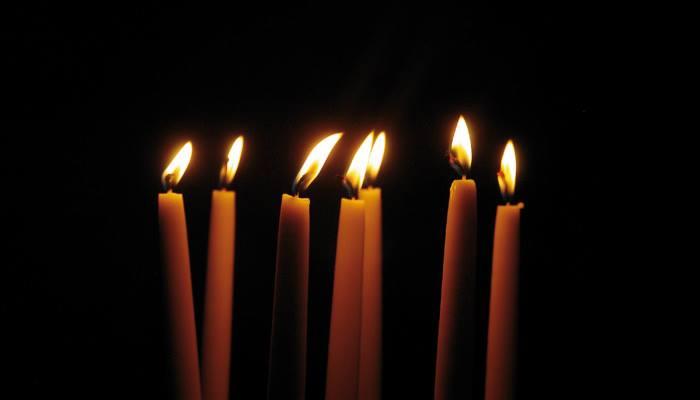 Kynttilät palavat