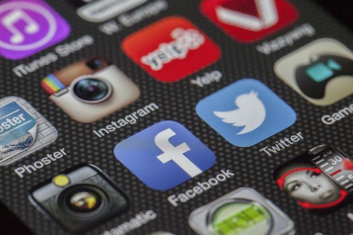 Kirkon työntekijä sosiaalisessa mediassa